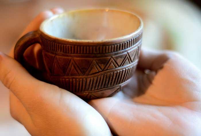 Добрый подарок для чая- чашка глиняная