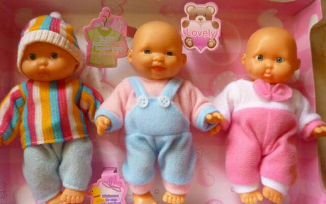Дарим говорящую куклу девочке