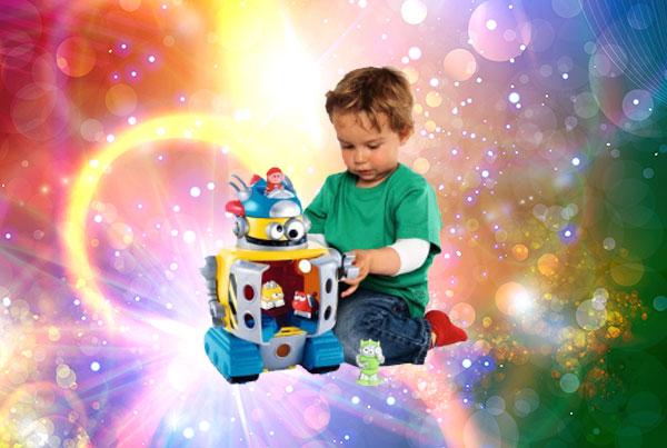 3 летний малыш с подарком