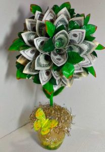 Дерево из денежных банкнот