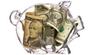 Прозрачная копилка с деньгами
