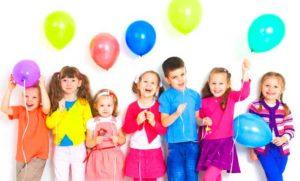 Детки-выпускники с шариками