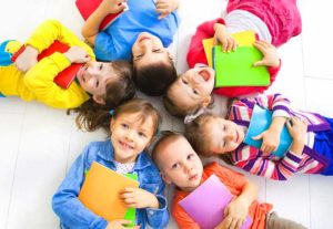 Детки с подарками