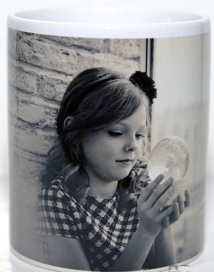 Фото девочки на кружке