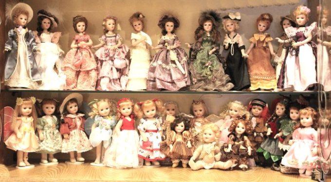 Большой набор старинных кукол