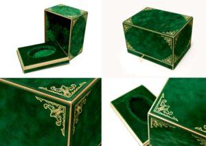 Картонная коробка с бархатной отделкой