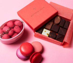 Красная коробка шоколада