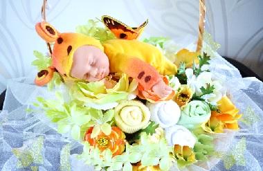 корзина с цветами из детских носочков
