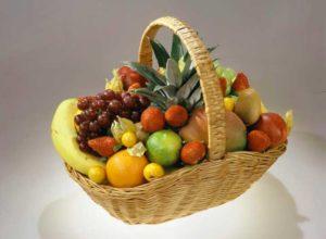 Корзинка с фруктами в подарок
