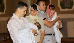Крестные с крестницей на крещении