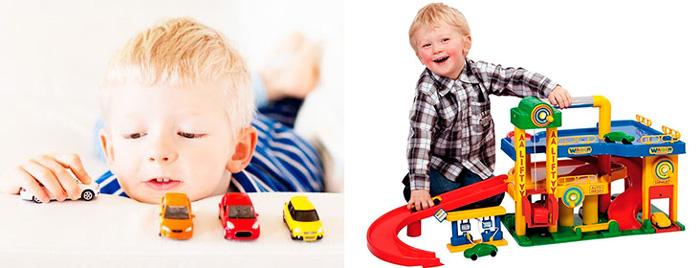 Мальчики около 3 лет и машинки