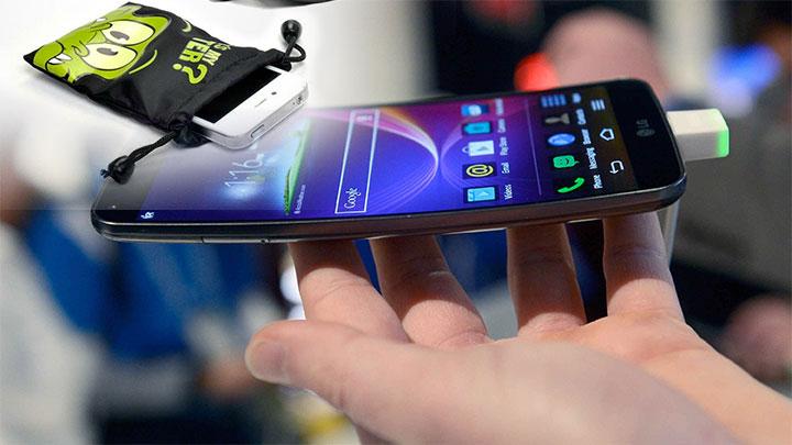 Мобильный телефон и чехол с телефоном