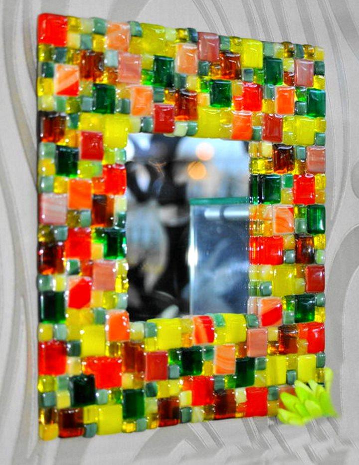 зеркало в рамке из стеклянной мозаики