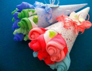 Оригинальное оформление подарка из полотенечек для новорожденного