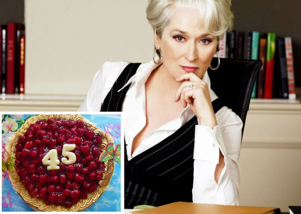 Женщина и ягодный торт 45