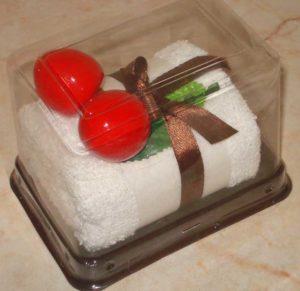 Подарочное полотенце в виде пироженого