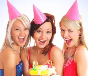 Подруги поздравляют девушку с Днем рождения 18 лет