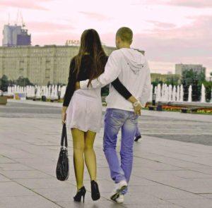 Прогулка с девушкой