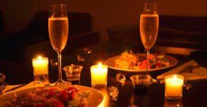 Недорогой ужин со свечами в домашней обстановке