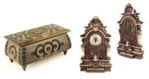 Резная шкатулка и каминные часы