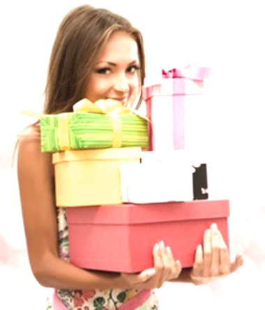 Девушка с коробками