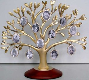 Статуэтка в форме генеалогического дерева
