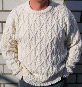 Уютный вязанный свитер в подарок мужчине на 60 лет