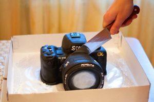 Торт в виде фотоаппарата в подарок фотографу
