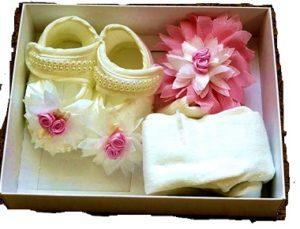 в коробке туфельки и бантик