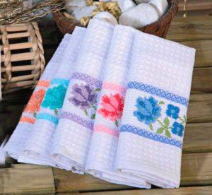 Девочки могут вышить полотенца для отца