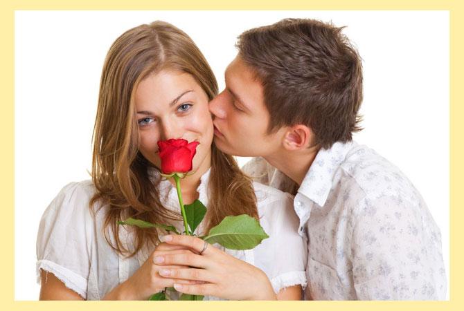 Дарение розы девушке