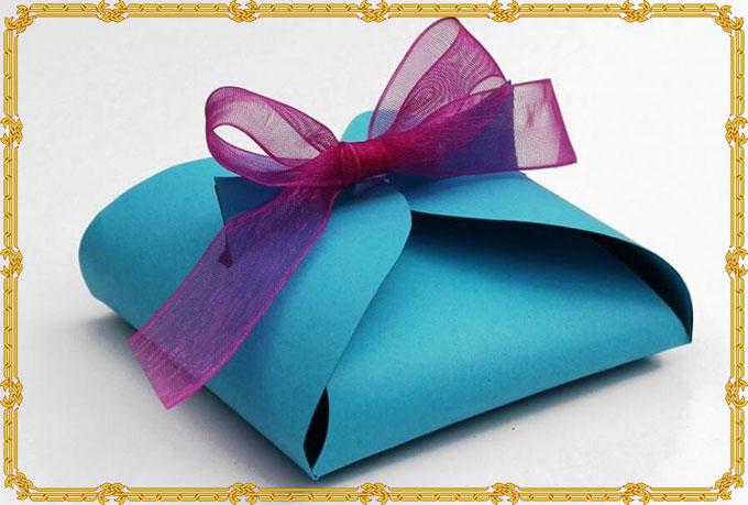 Вариант объемно упакованого подарка