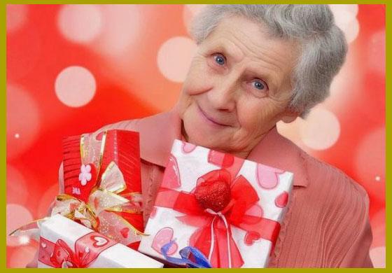 Женщина с подарками на 70