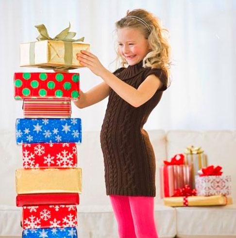 Девочка 10 лет с подарками