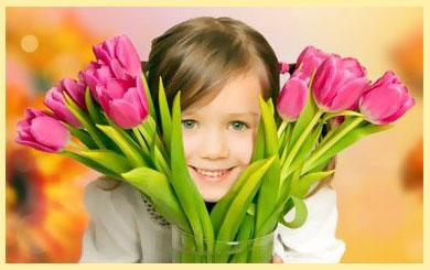 Девочка и тюльпаны