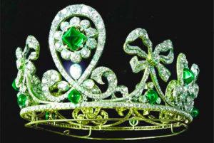 Корона с камнем берилла