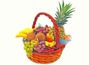 Корзина, наполненная фруктами