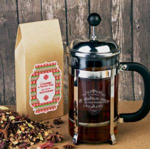 Чайный пресс с упаковкой травяного чая