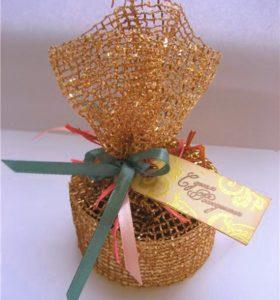 Упаковка подарка флористической сеткой