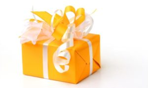 Оранжевая упаковка для подарка