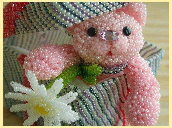 Розовый мишка и бисера