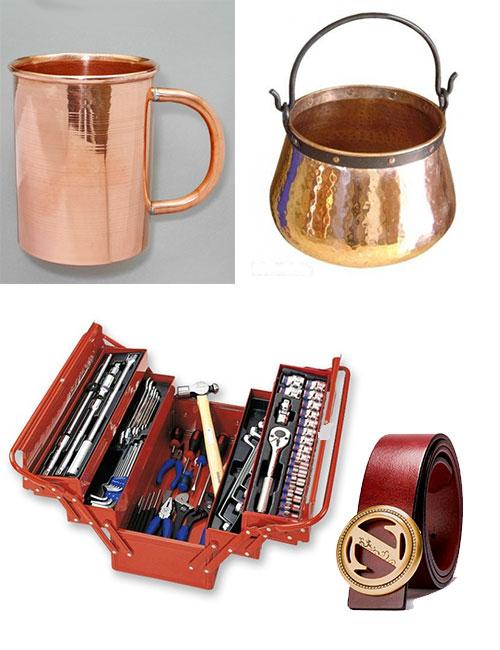 Медные кружки и котелок, набор инструментов и ремень