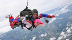 Прыжок с парашютом парню в подарок на годовщину