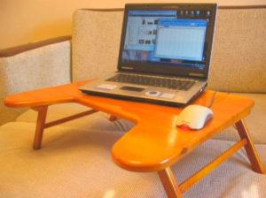 Удобный столик для айтишника