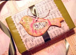 Упаковка для подарка из нотных листов