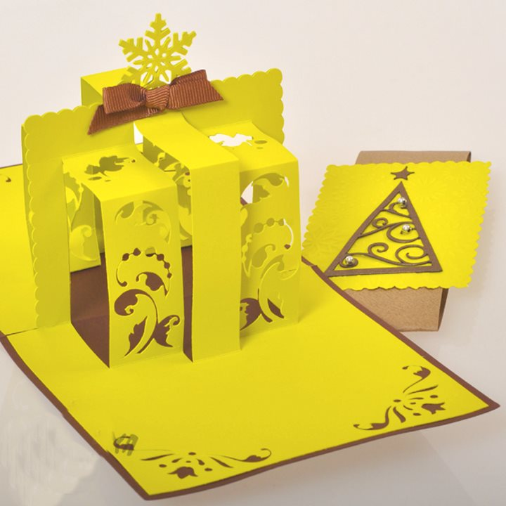 Желтая объемная открытка к новому году