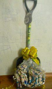 Денежная лопата в подарок