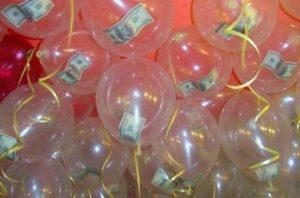 Деньги в шариках в подарок
