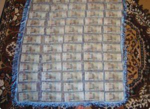 Ковер из денег в подарок