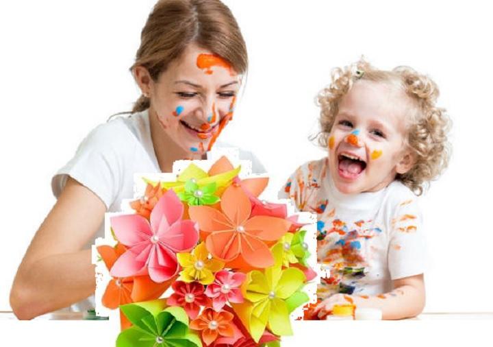 Мама и ребенок радуются